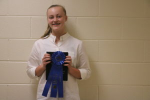 Kealy Reynolds holding the winning ribbon